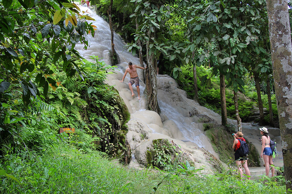 Bua Thong Sticky Waterfalls near Chiang Mai: Climb like Spiderman