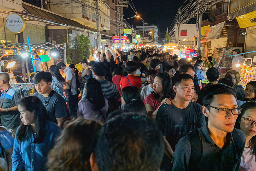 Sunday vs Saturday Walking Street: Inside the Best Street Markets of Chiang Mai
