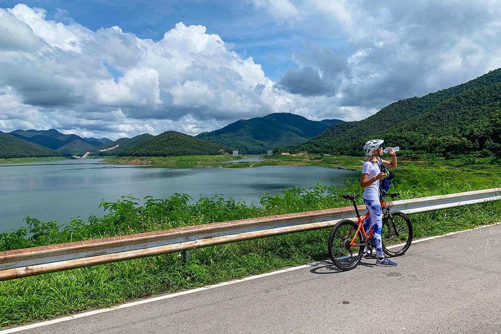 Mountainbiking to Chiang Mai's Sticky Waterfalls